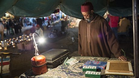 Marrakech-family-holiday-fortune-teller